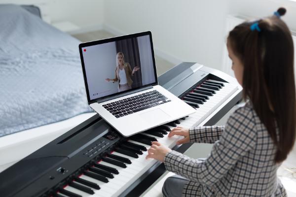 Online Klavierunterricht vom Anfänger bis zum Profi