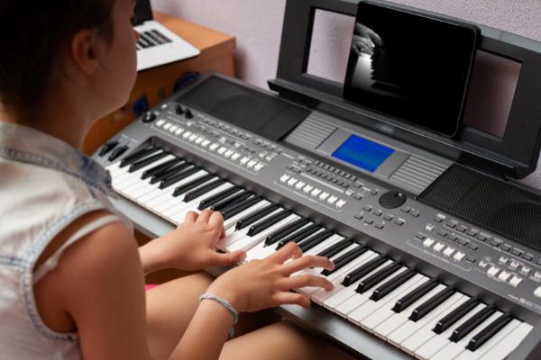 Keyboard lernen online von jedem Ort